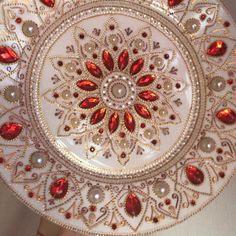 Red Wall Decor, Plate Wall Decor, Plates On Wall, Wall Decorations, Dot Art Painting, Mandala Painting, Thali Decoration Ideas, Yoga Studio Decor, Diwali Craft
