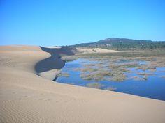 Dunas de Corrubedo, parque natural de la península de Barbanza entre la ría de Arosa y la ría de Muros y Noya, en el municipio coruñés de Ribeira. Su superficie es de 996,25 hectáreas y comprende las dunas y playa junto a las lagunas de Vixán y de Carregal. Además de Parque Natural, las Dunas de Corrubedo son también Zona Ramsar (zona húmeda de importancia internacional) y está propuesta para la Red Natura 2000 junto con la isla de Sálvora y zonas marítimas contiguas.