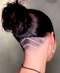 Undercut Hairstyles Women, Undercut Long Hair, Haircuts For Long Hair, Pretty Hairstyles, Short Shaved Hairstyles, Undercut Women, Shot Hair Styles, Curly Hair Styles, Shaved Side Haircut