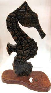 Ateliê Le Mimo: DIVERSOS Enfeite de mesa - Cavalo-marinho. Peça em madeira. Decoração marítima