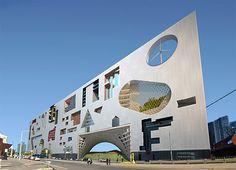 Треугольный дом будущего в Австралии