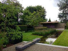 Tuin, ontworpen en aangelegd door Puur groenprojecten.  Onderhoud en snoei door Artgreen.