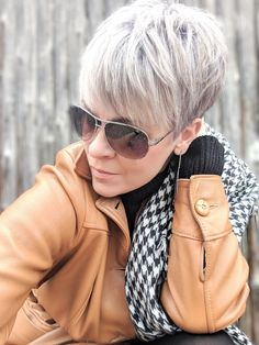 Gray Wig Black Girl Best Toner For Grey Blonde Hair Silver Grey Hair Dye - pixie cuts - Silver Grey Hair Dye, Black And Grey Hair, Grey Blonde Hair, Grey Wig, Blonde Pixie, Short Blonde, Silver Toner, Blonde Dye, Short Pixie Haircuts