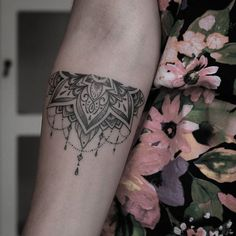 Resultado de imagen para Indian tattoo bracelet meaning - New Tattoo Models Cuff Tattoo, Armband Tattoo, Tattoo Bracelet, Piercing Tattoo, Piercings, Tattoo Ink, Head Tattoos, Time Tattoos, Body Art Tattoos