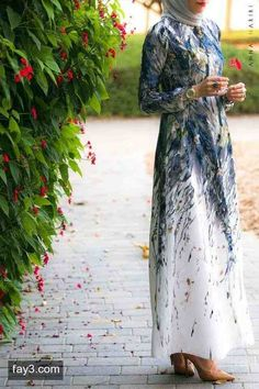 فستان ابيض منقش بالازهار - صور ملابس #محجبات #فساتين
