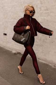 Can't talk, busy ✋🏽😎💃🏼 Bag Prada, Burgundy Outfit, Micah Gianneli, Winter Looks, Blazer, Street Style Women, Trendy Outfits, Winter Outfits, Fashion Dresses