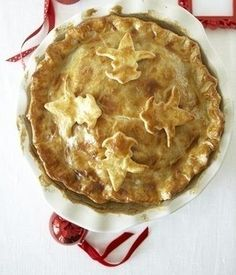 Quebec Tourtiere is a pig pie. It was originally a pig foot dish to celebrate Christmas in Quebec put over the years turned into a pig pie. Xmas Food, Christmas Baking, Christmas Eve, Canadian Cuisine, Canadian Food, Canadian Meat Pie Recipe, Canadian Recipes, Tourtiere Recipe Quebec, Tortiere Recipe