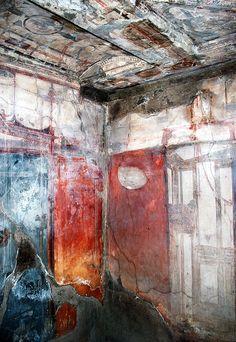 Herculaneum - Inside the Casa dell'Atrio Corinzio in Herculaneum Ancient Egyptian Art, Ancient Aliens, Ancient Greece, Ancient History, Ancient Pompeii, Pompeii And Herculaneum, European History, American History, Ancient Artifacts
