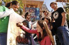 Susan Pevensie, Edmund Pevensie, Chronicles Of Narnia Cast, Pixar, Narnia 3, Anna Popplewell, William Moseley, Georgie Henley, Childhood Movies