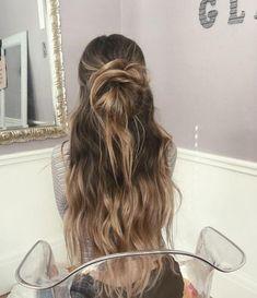 How to Style Long Hair Long Hair Dos, Long Messy Hair, Long Hair Waves, Curls For Long Hair, Dark Roots Blonde Hair, Hair Color Dark, Dark Hair, Balayage Ombré, Balayage Hair Blonde