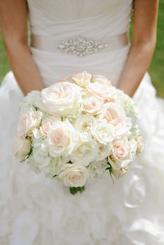 Blush and ivory bridal bouquet with florals from Stems Atlanta. This natural bouquet featured blush pink David Austin garden roses, ivory spray roses and touches of blush pink spray roses. Photography by Kristen Alexander.