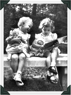 Little readers with dolls