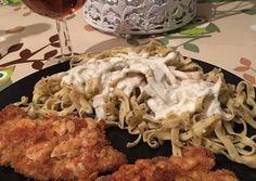 Csirkemell parmezános köntösben, kéksajtos metélttel | Lilla receptje - Cookpad receptek Chicken, Food, Essen, Meals, Yemek, Eten, Cubs