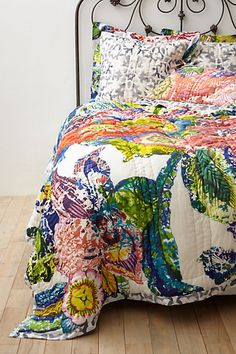 A colorful bohemian look for a dorm room. Roseland Quilt by #anthropologie #dorm #decor #bedding #boho