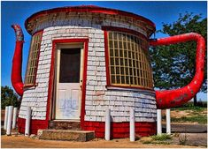 Teapot gas station! Love these buildings!