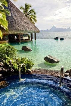 Aguas increíbles para nadar con aletas de tobillo  Bora Bora, French Polynesia