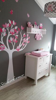 Muursticker boom op maat gemaakt met uilen en vogels fuchsia roze. Ideaal voor de inrichting van een meisjeskamer. Stel nu ook uw eigen muursticker boom samen: http://stickerkamer.smartcustomizer.com/