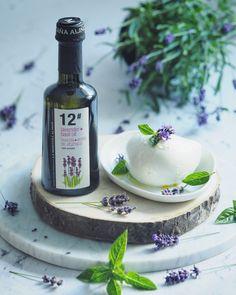 Basil Oil, Lavender Dresses, Vodka Bottle, Food, Gourmet, Lavender, Spanish Cuisine, Home Made, Eten