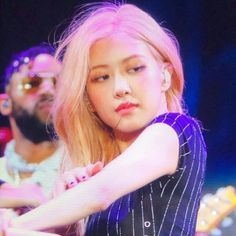 The look we all have when we see someone who annoys us. Kpop Girl Groups, Korean Girl Groups, Kpop Girls, Blackpink Jisoo, Yg Entertainment, My Girl, Cool Girl, Rose Icon, Rose Park