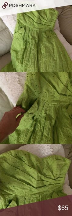 Strapless summer Dress 50's inspired with pockets I love this eyelet dress, in a lime green color, this is a 1950's inspired dress. It's strapless and with pockets,. An amazing dress! Flying Tomato Dresses