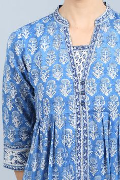 Bring in the spring cheer with the Niloufer Hydri Kurta from our latest collection. This blue and white A-line kurta has a trendy box-pleat design that gives it a beautiful fall. The yoke is highlighted with intricate sequins and thread work and make the Designer Plus Size Clothing, Designer Dresses, Kurta Designs Women, Blouse Designs, Indian Attire, Indian Wear, A Line Kurti, Kurta Neck Design, Neck Designs For Suits