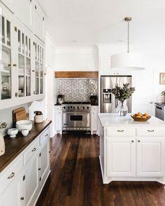 58 elegant white kitchen design ideas for modern home 82 ~ Design And Decoration Kitchen Interior, Home Interior Design, Kitchen Decor, Rustic Kitchen, Space Kitchen, Warm Kitchen, Design Kitchen, Kitchen Island, Kitchen Ideas