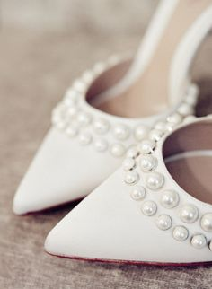 Monique Lhuillier pearled wedding shoes | Photography: Heather Waraksa