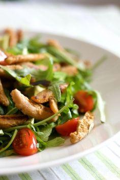 Soijasuikale-avokadosalaatti Veggie Recipes, Veggie Food, Kung Pao Chicken, Caprese Salad, Vegan Vegetarian, Salads, Veggies, Meat, Healthy