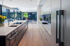 44 Belvedere Residence by Guido Constantino Modern Kitchen Island, Modern Kitchen Design, Modern House Design, Modern Kitchens, Minimal Kitchen, Modern Properties, Interior Architecture, Interior Design, New Countertops