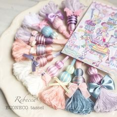 POPなタッセルできました の画像|Rebecca TOKYO【東京・練馬区タッセル教室】 Diy Tassel, Tassel Jewelry, Tassels, Cute Crafts, Yarn Crafts, Diy And Crafts, Diy Keychain, Tassel Keychain, Keychains
