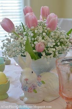 A Cozy Place Called Home: You're Invited To My Easter Dessert Party! Tulips and Lily of the Valley Easter Table Settings, Easter Table Decorations, Easter Centerpiece, Easter Decor, Tulip Centerpieces, Easter Ideas, Decoration Plante, Easter Flowers, Diy Ostern