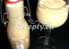 ▷ Vánoční vaječný likér se žloutků recept - VajecnyKonak.cz Glass Of Milk, Pudding, Drinks, Desserts, Food, Drinking, Tailgate Desserts, Beverages, Deserts