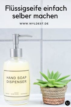 FLÜSSIGSEIFE EINFACH SELBER MACHEN DIY cosmetics: it is also possible without harmful and harmful substances as they are contained in conventional cosmetic products. You can easily make liquid soap yo Diy Beauté, Easy Diy, Diy Cosmetics Easy, Liquid Hand Soap, Diy School Supplies, Diy Presents, Diy Gifts, Diy Slime, Makeup Techniques
