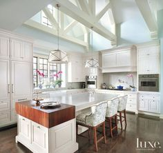 Designer Melanie Elston brought light into the space and kept cabinets white to contribute to an airy feel in this Chicago home's kitchen. #luxe #luxemag #luxury #interiordesign #interior #interiors #design #inspiration #house #dwelling #residential See more: luxesource.com