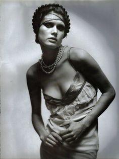 Malgosia Bela photographed by Paolo Roversi - Vogue Italia: February 2001 - A String of Pearls (via: maliciousglamour)