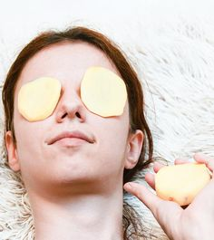 15 Best Potato Face Packs For Glowing, Fair, And Smooth Skin Blemish Remedies, Sunburn Remedies, Hyperpigmentation Remedies, Potato Face, Benefits Of Potatoes, Home Remedies For Skin, Healthy Women, Healthy Tips, Healthy Food