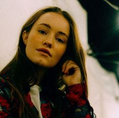 Sigrid (Sigrid Solbakk Raabe) ✾ Norwegian/Scandinavian singer (country: Norway) stage name: Sigrid. Alesund, Divas, Dancing In The Dark, Waiting For Her, Conceptual Photography, Music People, Face Claims, Debut Album, Girls Out