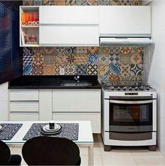 Cozinha pequena - detalhe da parede com azulejos