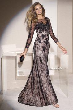 (Foto 7 de 17) Delicado diseño en encaje negro transparente y forro en rosa empolvado, Galeria de fotos de Vestidos para Madrinas de Boda y Damas de Honor muy elegantes