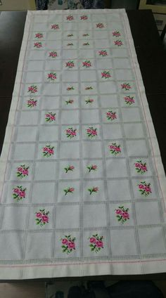 Cross Stitch Borders, Cross Stitch Rose, Denim Rug, Diy And Crafts, Quilts, Blanket, Handmade, Tablecloths, Embroidered Towels