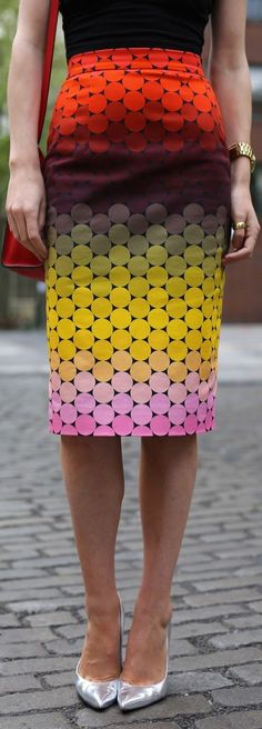 From atlantic-pacific.blogspot.fr  Love the skirt!! The colours, the length! Perfect!