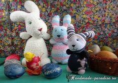 Zu Ostern kann man die wunderbaren Kaninchen aus Socken selber basteln. Schauen Sie mal diese Anleitung und probieren Sie selber.