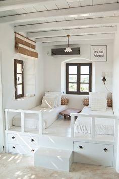 Una habitación con colores suaves, matizados o tonos neutros incita al descanso, por ello es ideal aplicarlos en lugares como recámaras y estudios. #Bedroom #Ideas #Comex #ComexLATAM #ComexTips