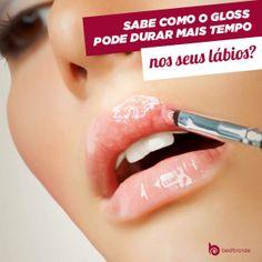 É só aplicar lápis labial antes de passar o #gloss! Isso faz o brilho durar mais tempo do que quando aplicado diretamente nos lábios.  Quem curtiu a dica?