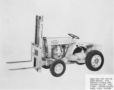 """who here has the most """"Decked Out"""" Cub Cadet? - Page 2 Small Garden Tractor, Garden Tractor Pulling, Truck And Tractor Pull, Red Tractor, Tractor Mower, Lawn Tractors, Lawn Mower, Walk Behind Tractor, Cub Cadet Tractors"""