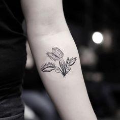 Venus Fly Trap Temporary Tattoo Sticker (Set of Flower Wrist Tattoos, Wrist Tattoos For Guys, Fake Tattoos, White Tattoos, Arrow Tattoos, Word Tattoos, Best Tattoo Designs, Flower Tattoo Designs, Venus Tattoo