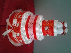 Tarta de pañales Hello Kitty / Diaper cake red Hello Kitty