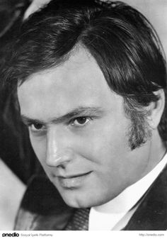 Ediz Hun film actor and producer 70s Hair, Black And White Stars, Celebrity Singers, Old Portraits, Artists And Models, Cinema Actress, Turkish Actors, Actress Photos, Movie Stars