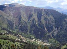 De Col de Turini is niet extreem hoog (1.607 meter), maar het behoort tot de mooiste bergpassen van de wereld. Deze bergpas is beroemd vanwege de Rally van Monte Carlo waar het vaak één van de hoogtepunten voor de coureurs en toeschouwers is. Maar ook de gewone autorijder zal dit waarderen, terwijl wielrenners de uitdaging graag aangaan. De weg ligt vlakbij het Parc National du Mercantour. De Col de Turini loopt van Moulinet naar La Bollène-Vésubie ten noorden van Nice.
