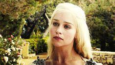 Au début du casting, le rôle de Daenerys Targaryen ne lui était pas destiné Elle a failli passer à côté du rôle de sa vie... Eh oui, à l'origine, c'est Tamzin Merchant qui devait interpréter la Reine des Dragons. Au dernier moment, elle a refusé le rôle. Tant mieux, n'est-ce pas ?